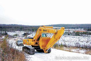 Экскаватор SANY работает в Иркутской области