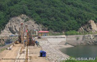 Грейферный экскаватор SANY работает на водохранилище в Китае