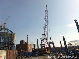 Кран гусеничный SANY на строительстве завода в Санкт-Петербурге