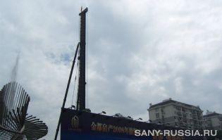 Универсальная сваебойная установка SANY SF808 на объекте строительства