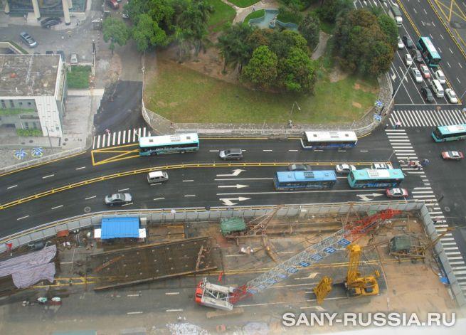 Грейферный экскаватор SANY на строительстве станции на 2-й линии метрополитена