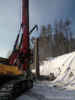 Буровая установка SANY SR220C на строительстве моста через реку в Иркутской обл.