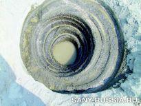 Гранит (прочностью 210 МПа) пробурен на 60 мм за 4 минуты буровой установкой SANY SR220R